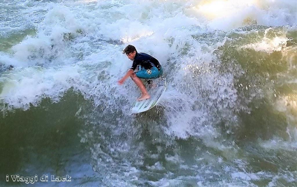 ragazzo in surf sull'einsbach