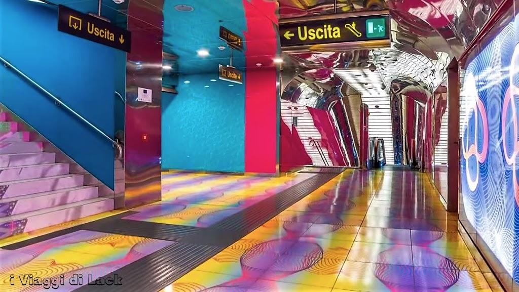 Esplosione di colori alla stazione Università
