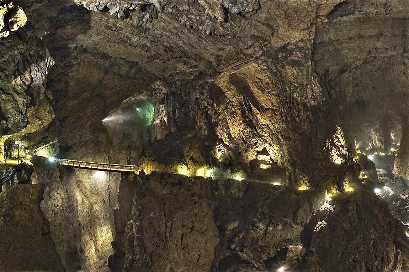ponte che attraversa il canyon