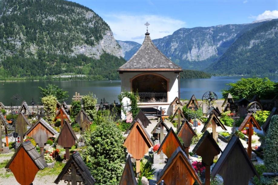 Cimitero accanto alla chiesa