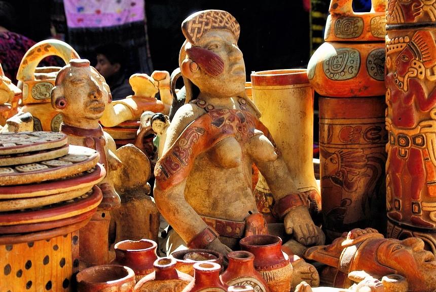 Sculture in legno e ceramica