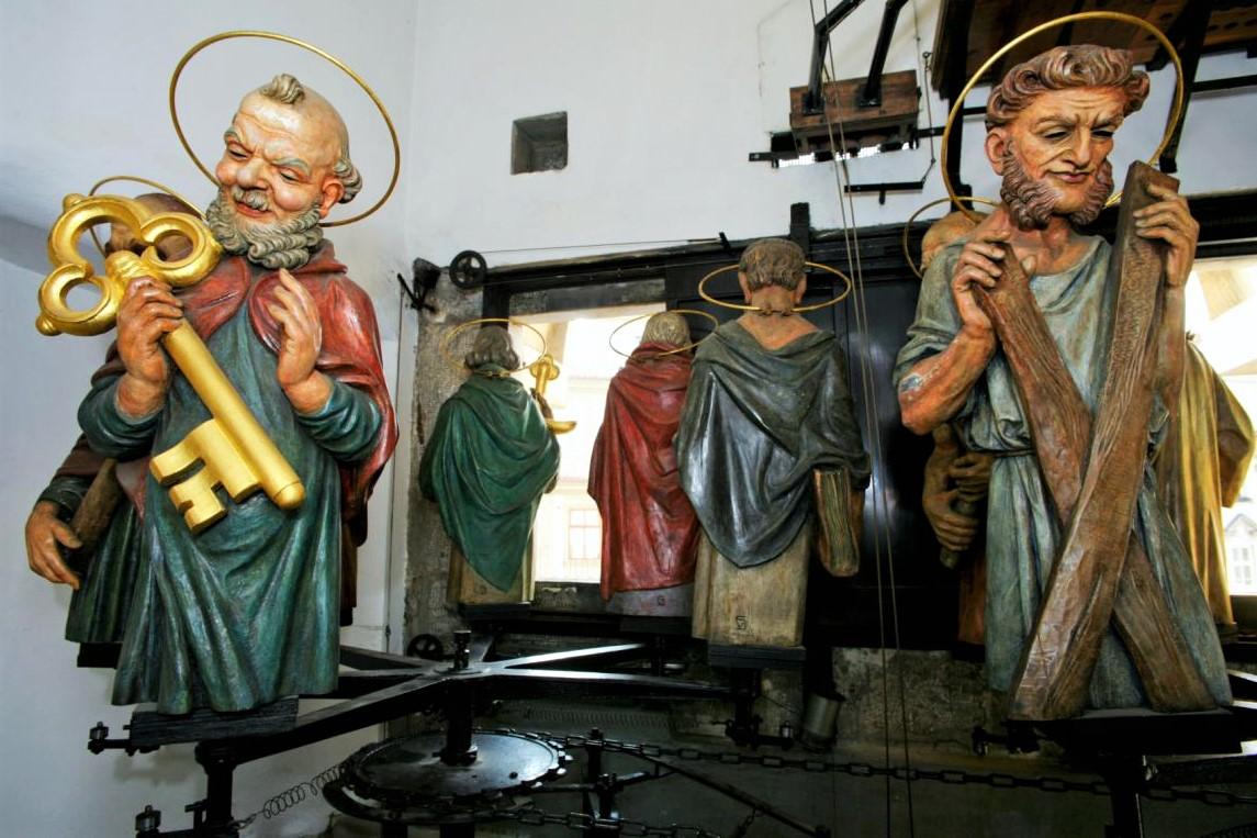 Gli Apostoli si affacciano