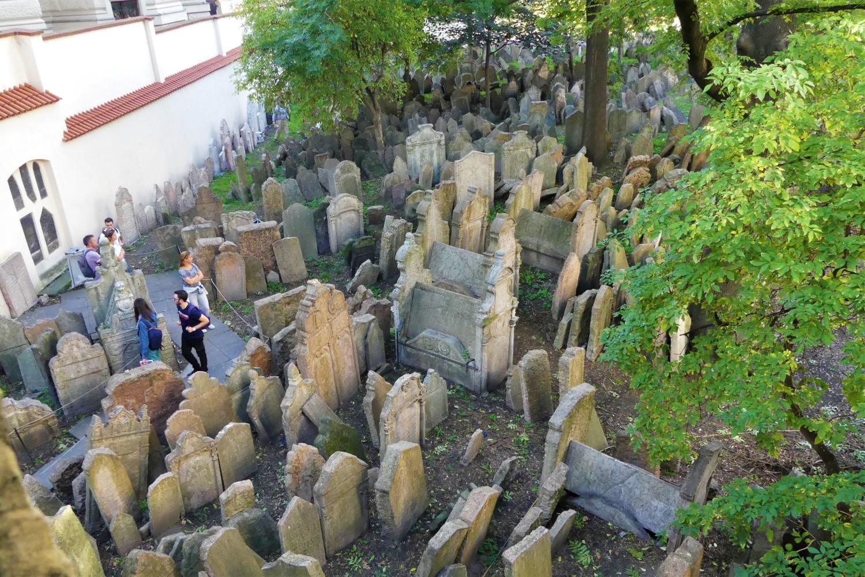 vista dall'alto del cimitero