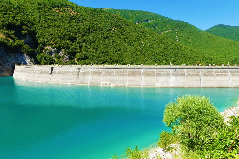 Diga sul lago di Fiastra