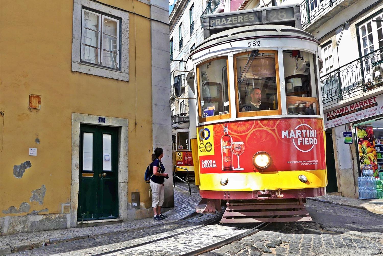 tram 28 alfama